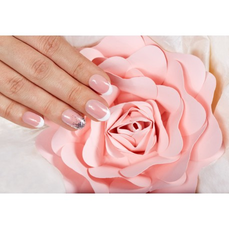 Vernis semi-permanent mains french sur ongles naturels